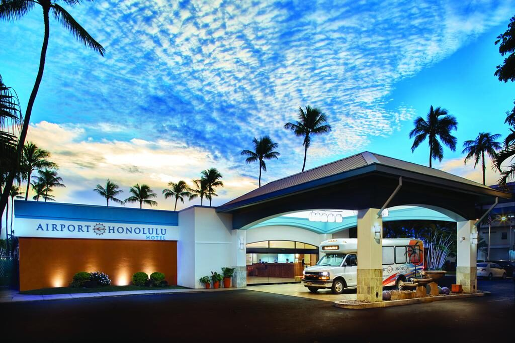 A facade of a building with a sign that says Airport Honolulu Hotel.
