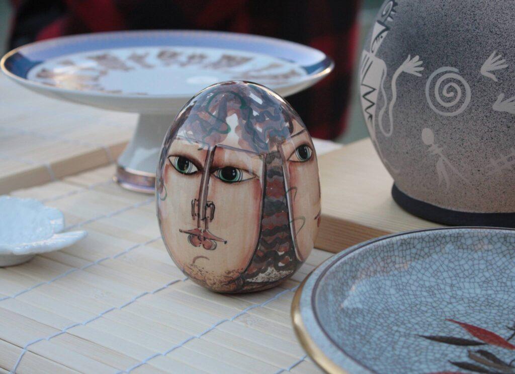 Antique ceramics and decorative arts.
