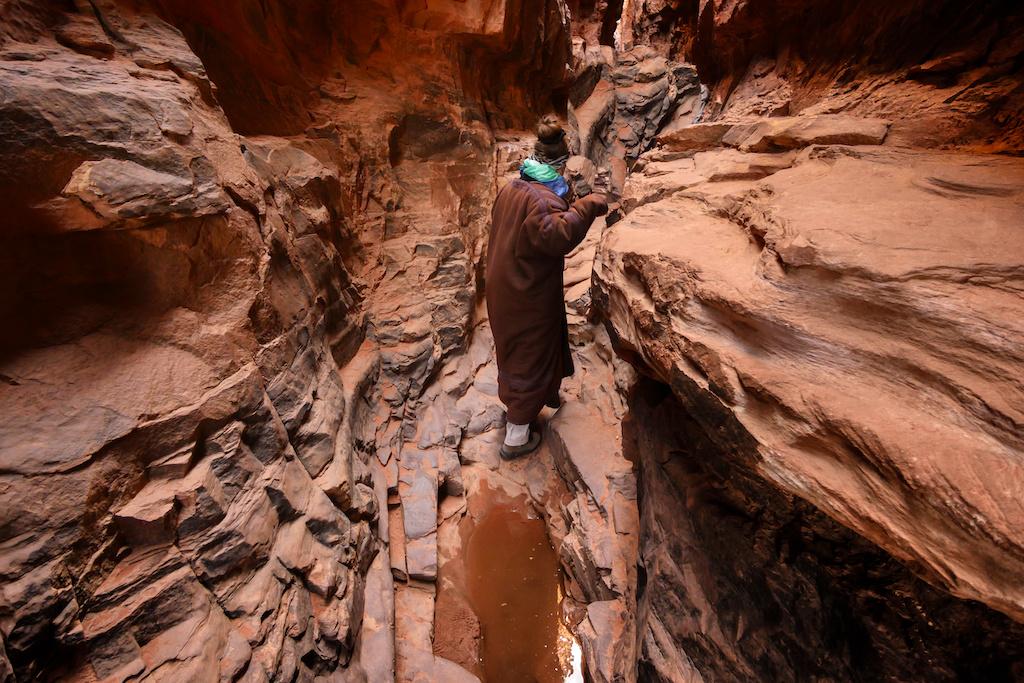 Tourist hiking in Khazali Canyon in Wadi Rum