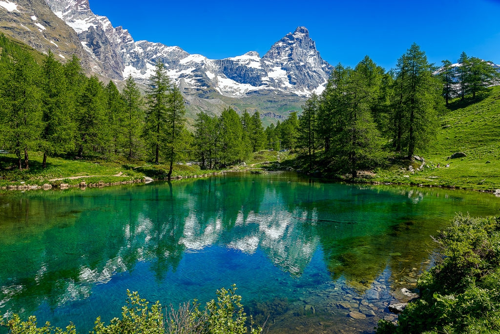 The blue lake and the view of Matterhorn Alps in Italy