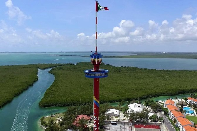 A tower in Cancun with a rotating plaform.