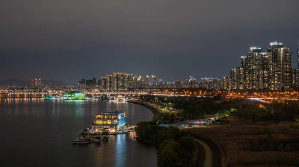 A panoramic view of Seoul alongside Han River.